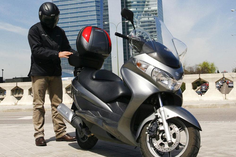 Accesorios GIVI para el Suzuki Burgman 125