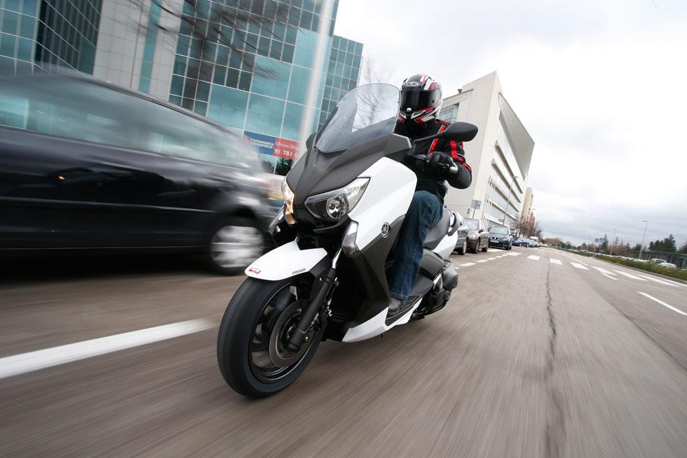 Yamaha X-Max 400, con ABS