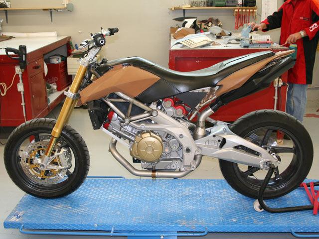 Anticipación: Aprilia high-motard 1200