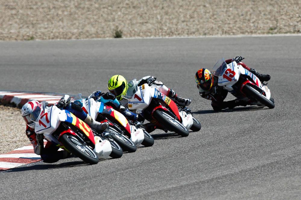 Óscar Gutiérrez triunfa en la segunda cita de la Copa Honda CBR250R