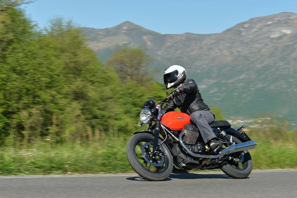 Prueba de la Moto Guzzi V7 2014