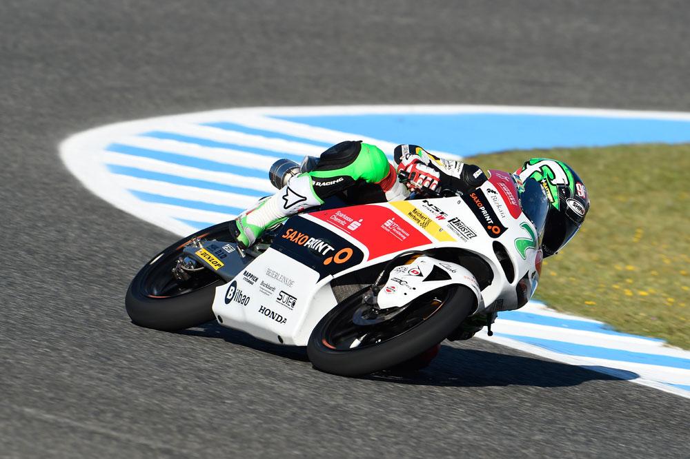 Efrén Vázquez pasa al ataque en el FP3 de Moto3