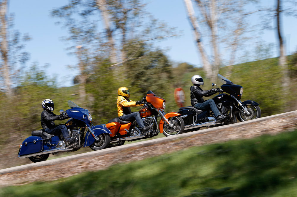 Comparativa custom: Harley-Davidson Street Glide, Indian Chieftain y Victory Cross Country