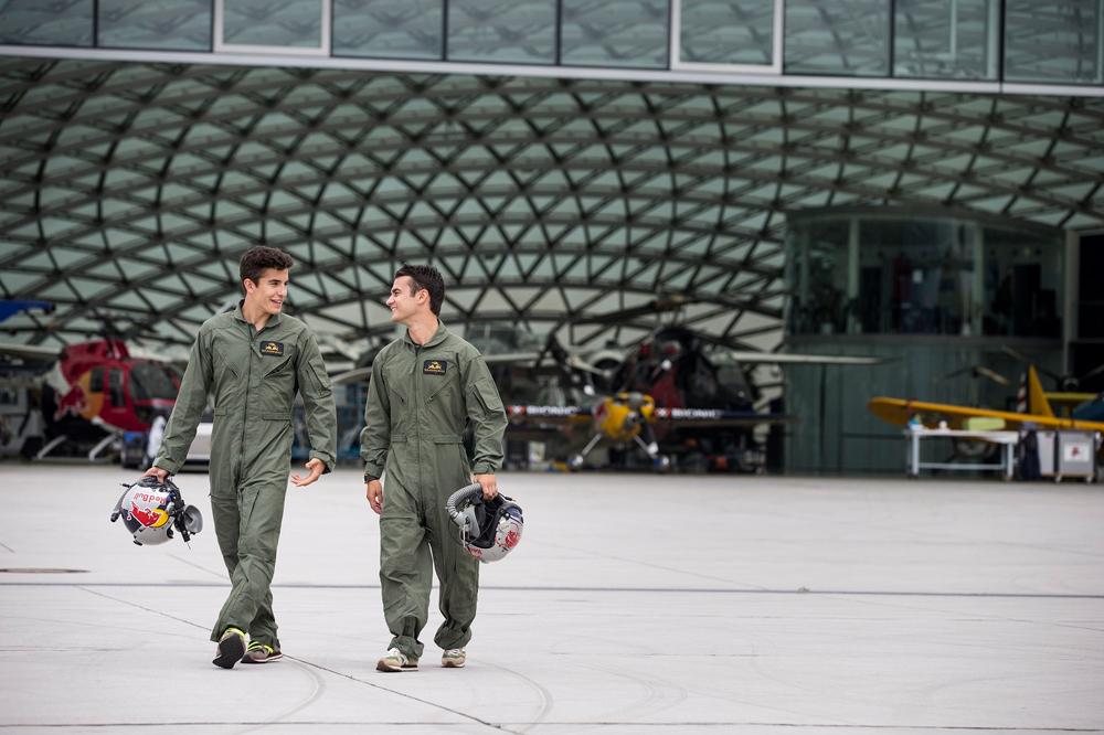 Pedrosa y Márquez vuelan gracias a Red Bull