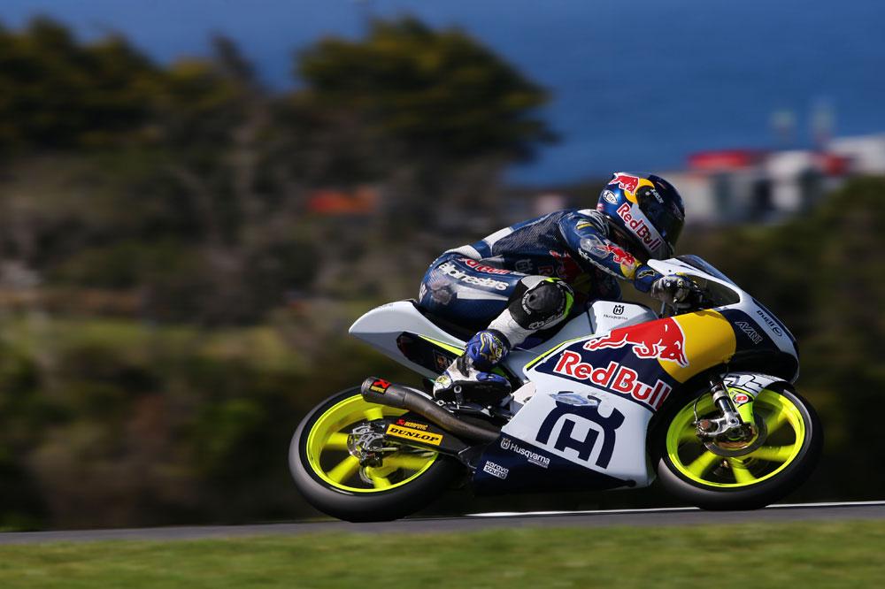 Danny Kent manda en el arranque del GP de Australia