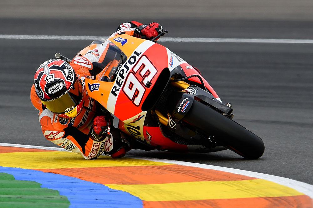 Márquez culmina la temporada en lo alto del podio