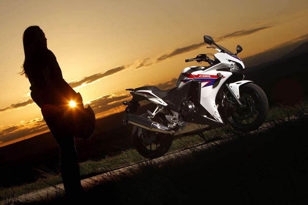 Mujeres en motos fotos 9