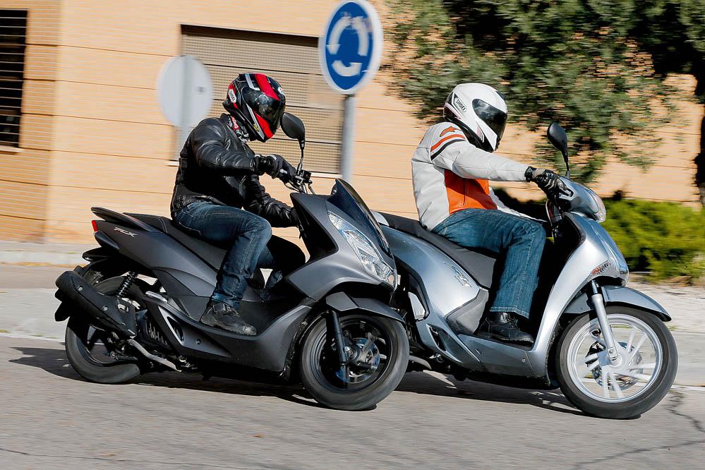 Comparativa: Honda PCX vs Honda Scoopy 125 ABS