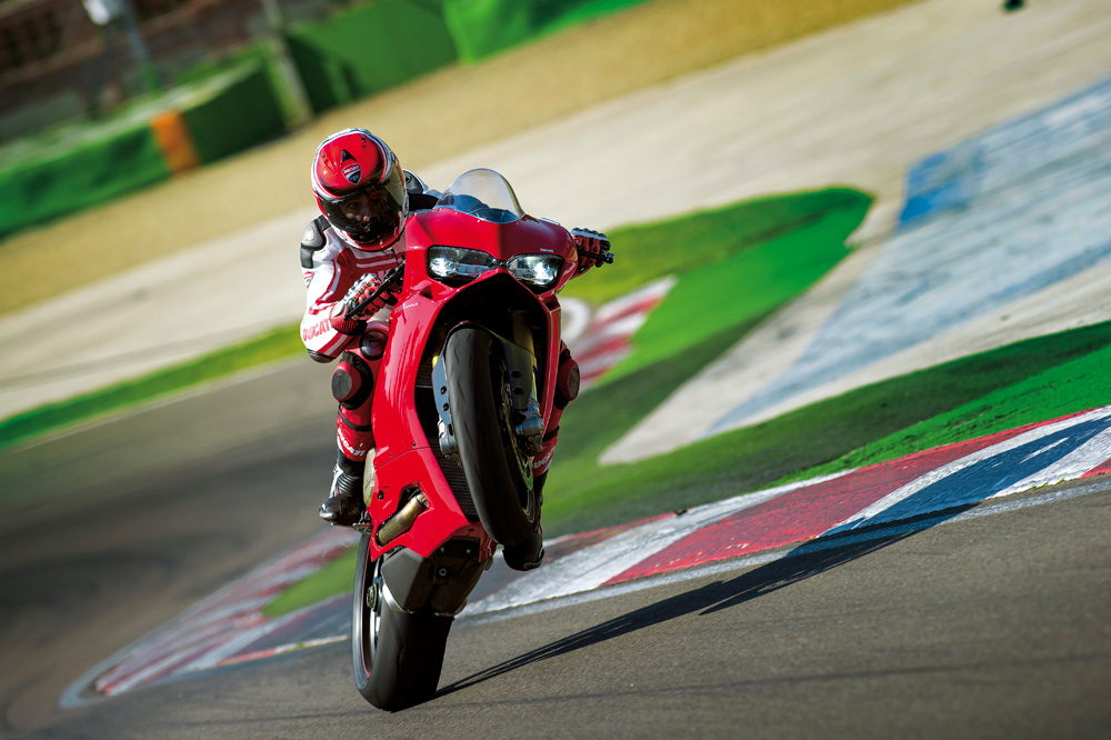 Motociclismo 2445: Contenidos de la revista