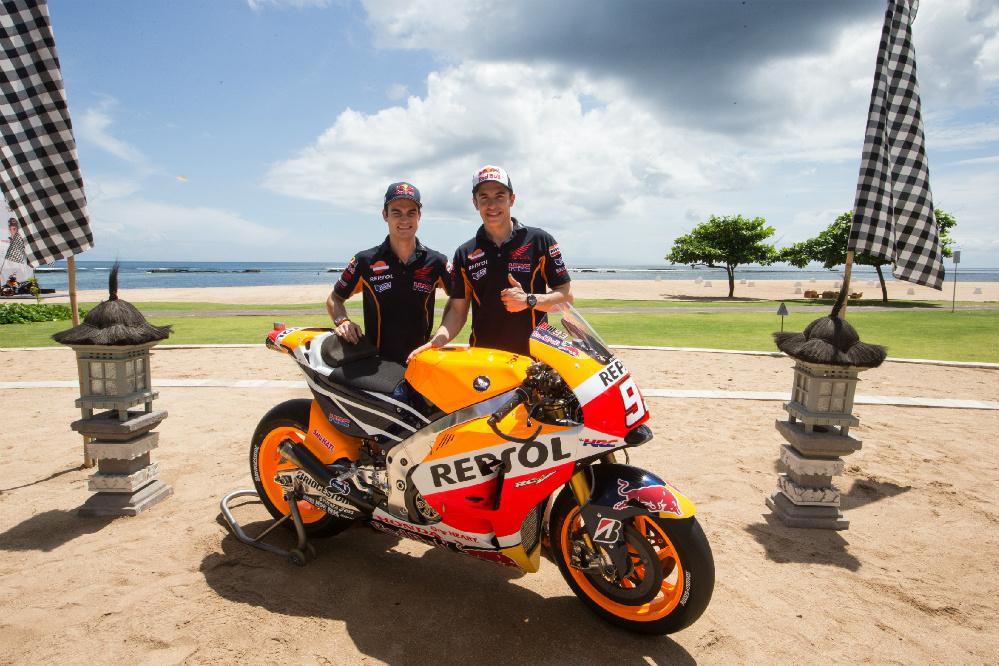 Márquez y Pedrosa desvelan la Honda 2015 en Bali