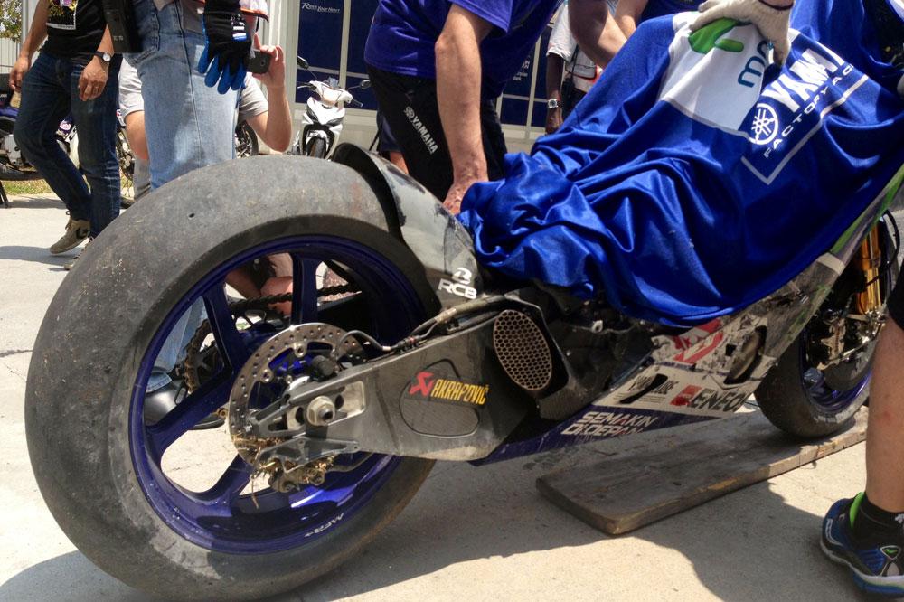 Dura caída de Lorenzo en el test de Michelin