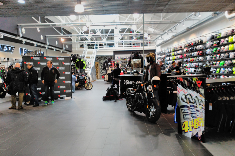 Dainese celebra la apertura de su nueva tienda oficial en Madrid