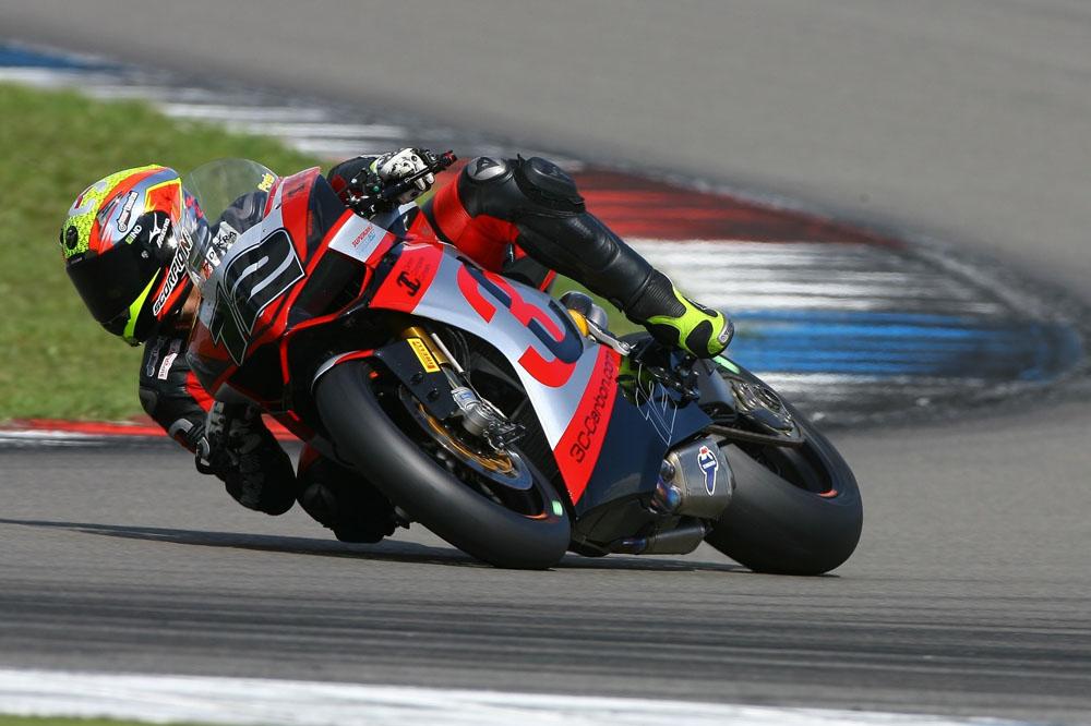 Xavi Forés corre en la prueba de MotorLand