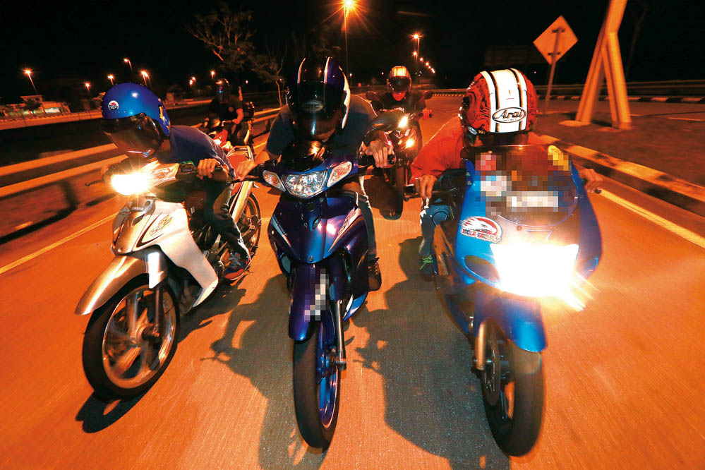 Tormenta asiática: carreras ilegales