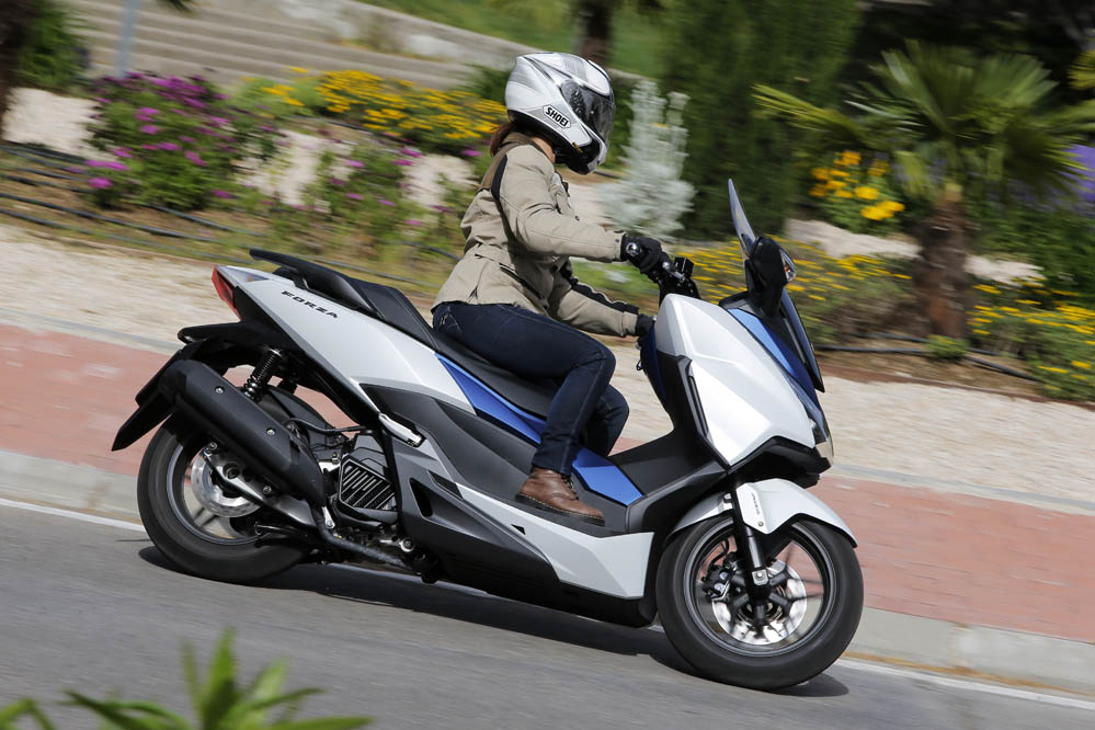 honda forza 125 prueba scooter. Black Bedroom Furniture Sets. Home Design Ideas