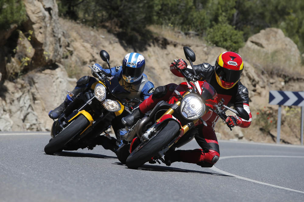 Comparativa Naked: Ducati Monster 1200 vs Triumph Speed Tripe 94R