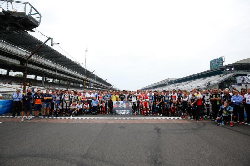 MotoGP homenajea a Martínez y Rivas
