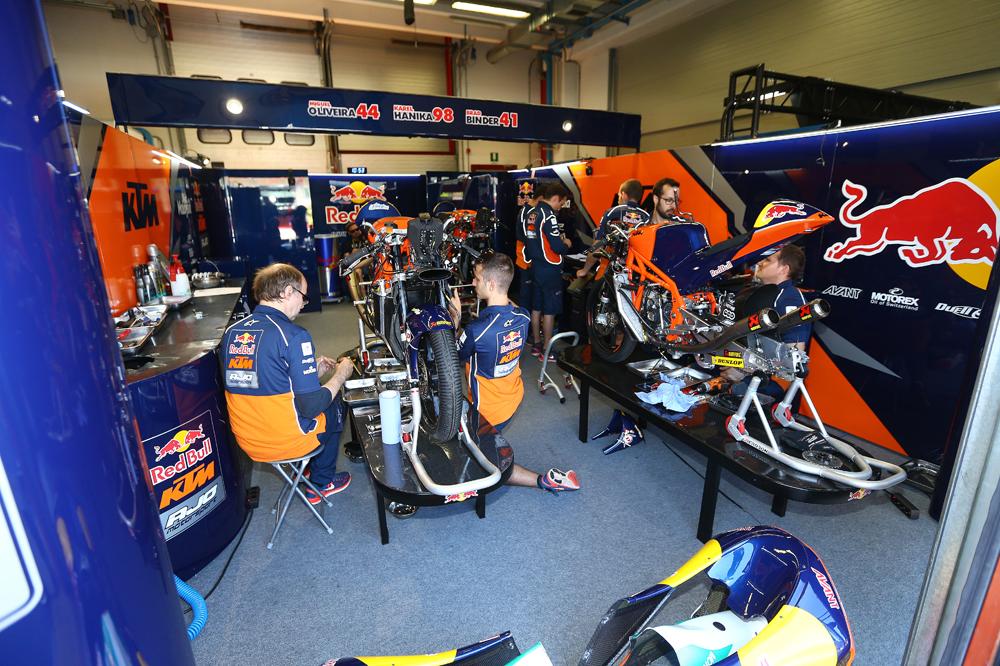 Dos motos por equipo en Moto2 y Moto3