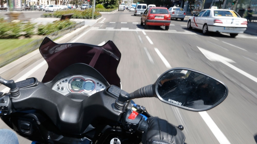 La oposición también defiende las motos frente al Ayuntamiento de Madrid