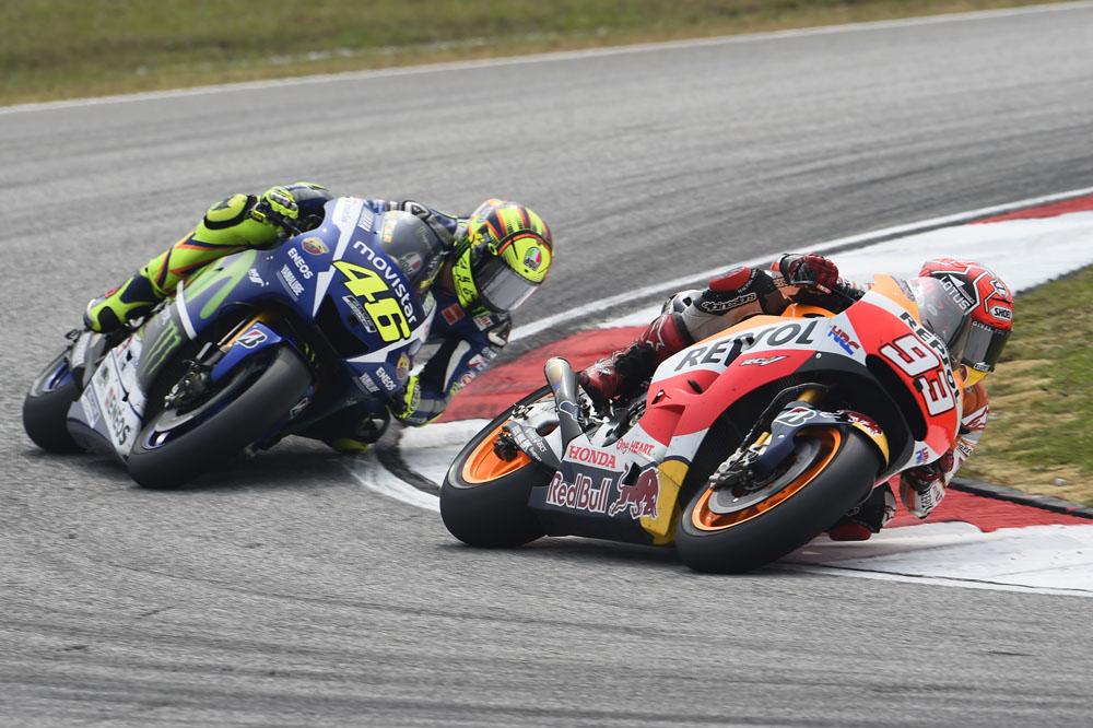 Vídeo: La polémica acción de Rossi sobre Márquez en Malasia