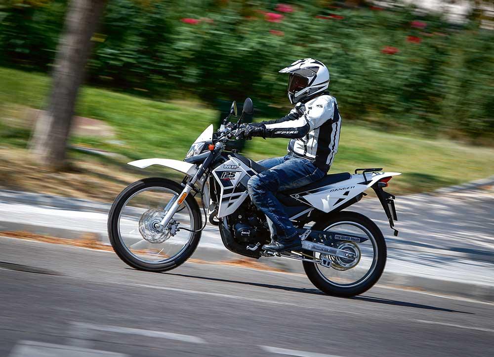 ¿Hay que llevar el recibo del seguro en la moto?