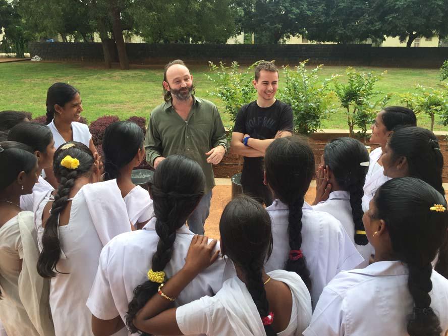 Jorge Lorenzo visita la Fundación Vicente Ferrer