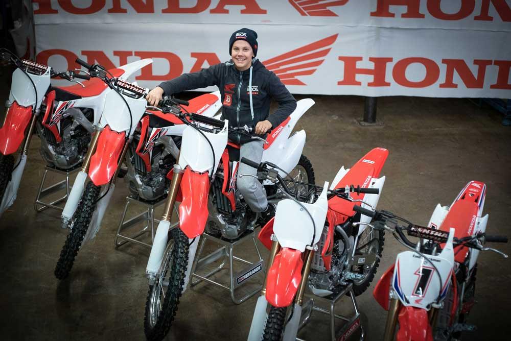 Honda regala cinco motos a Emil Weckman