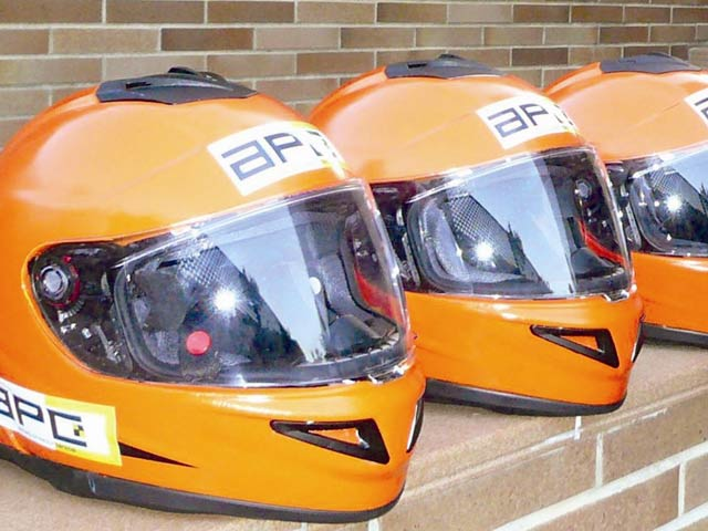 El primer casco con airbag