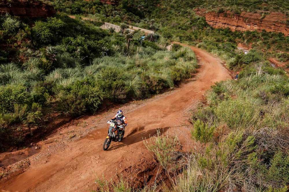 Dakar 2016: Toby Price, con la tercera victoria, se acerca al liderato. Barreda dice adiós a ganar.