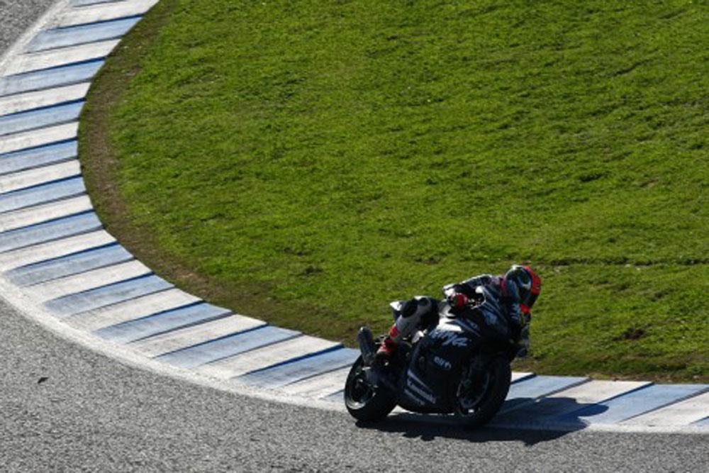 Tom Sykes lidera la primera jornada de test de SBK en Jerez