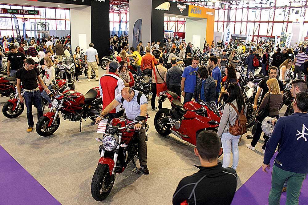 La Comisión Femenina de Motociclismo de la RFME, protagonista en MotoMadrid 2016