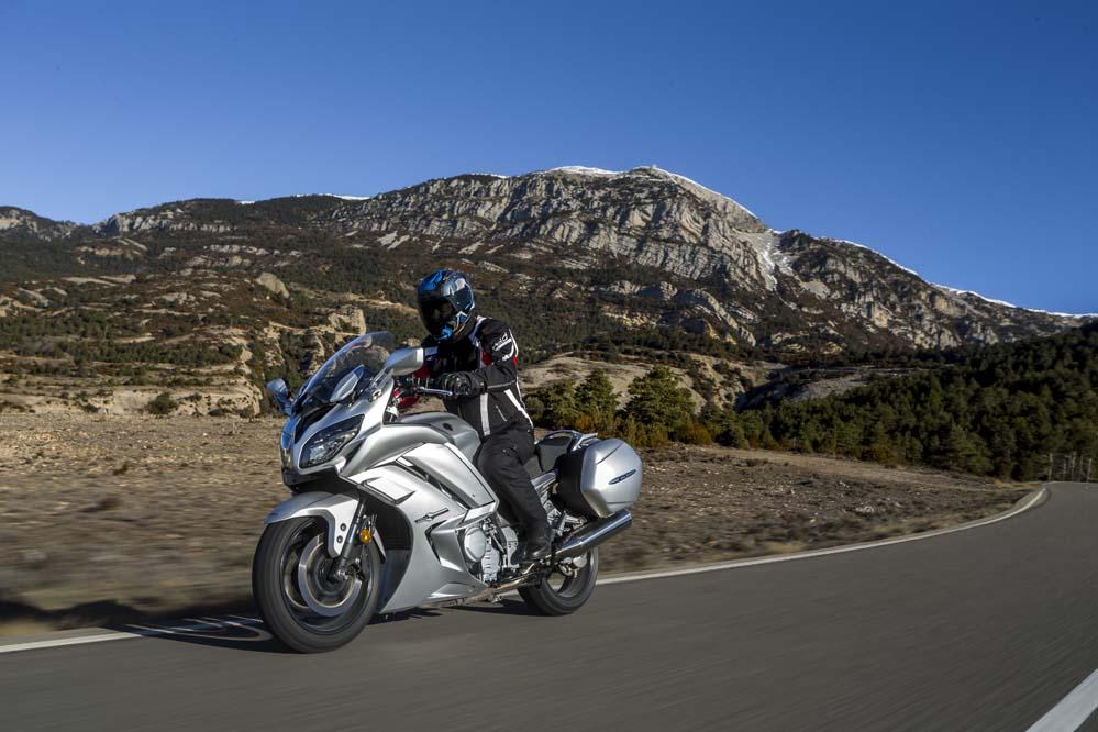 Yamaha FJR 1300 AE, la moto de turismo más deportiva