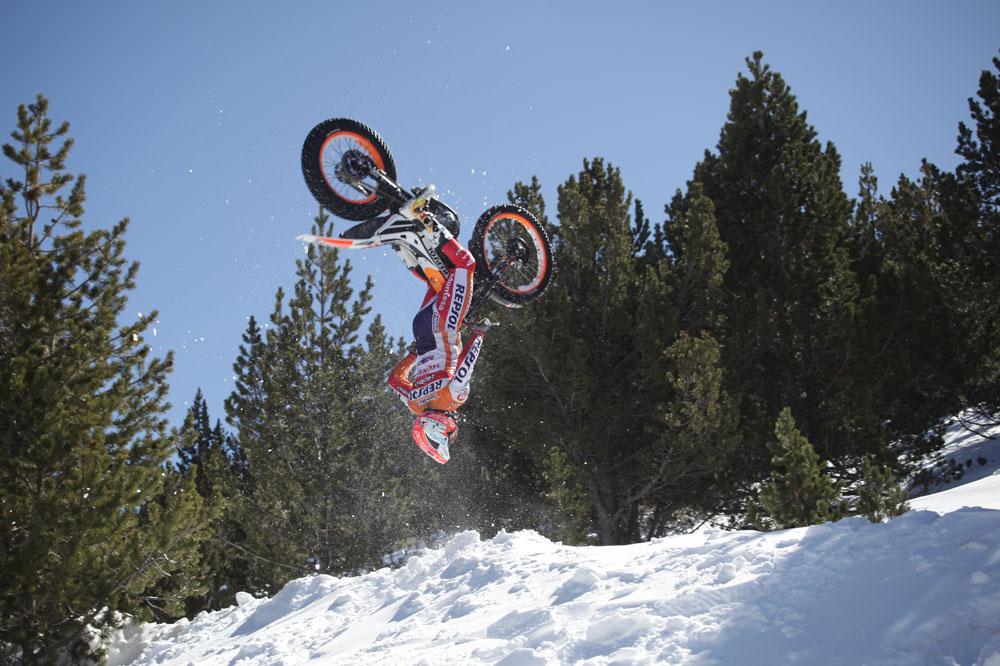 El backflip de Toni Bou en la nieve