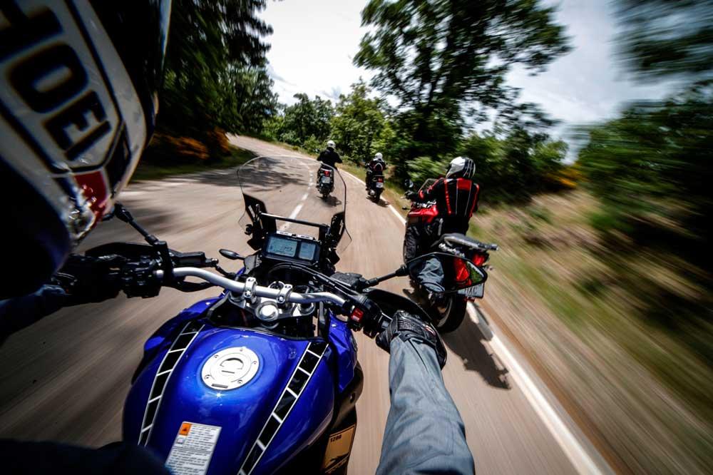 ¿Son los retrovisores obligatorios en la moto?