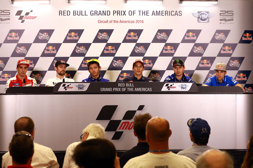 "Valentino Rossi: ""Jorge Lorenzo tiene huevos para irse a Ducati"""