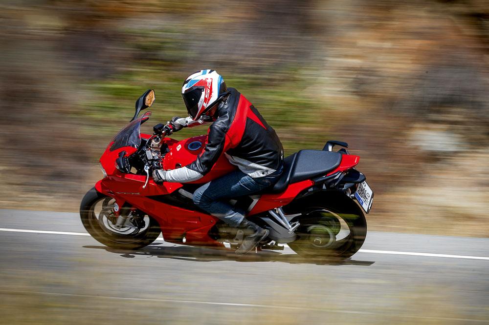 Honda VFR800F, una moto sport turismo con un exclusivo motor