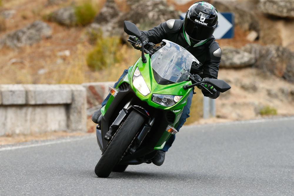 Kawasaki Z1000SX, una moto naked deportiva con carenado