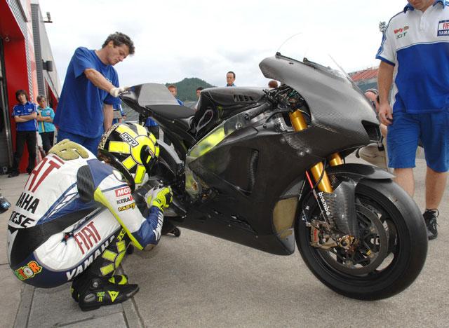 Ya ruedan las nuevas Yamaha YZR-M1 y Suzuki GSV-R de 2008