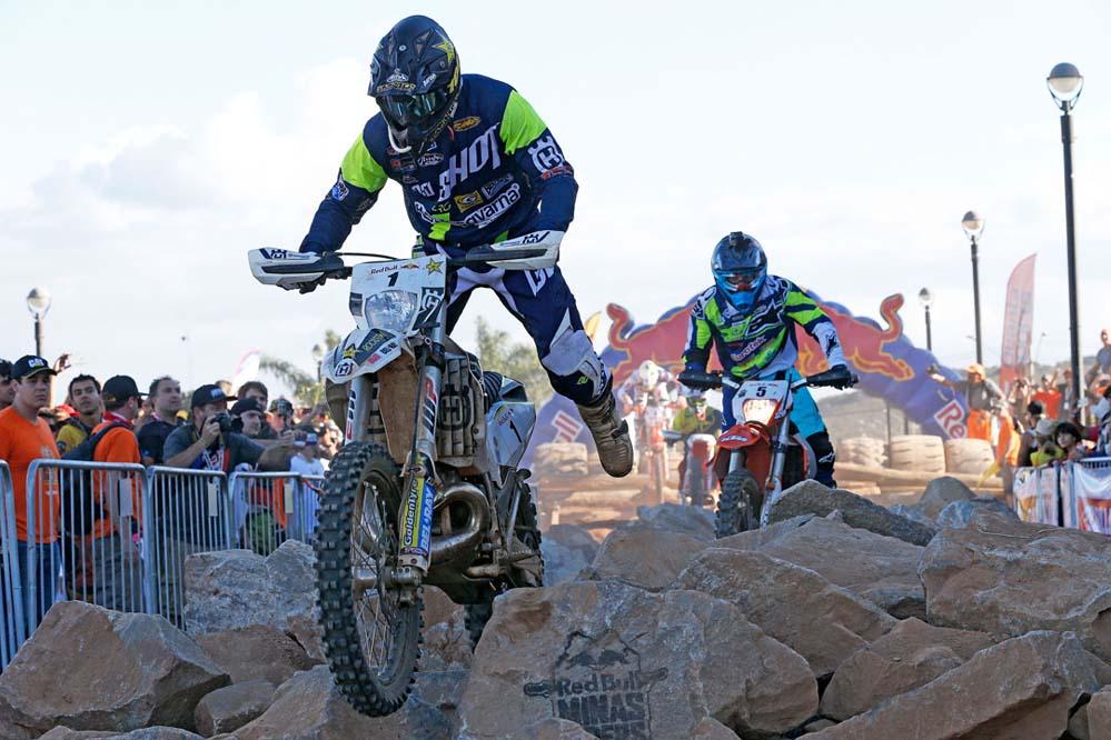 Alfredo Gómez domina en el primer día de Red Bull Minas Riders