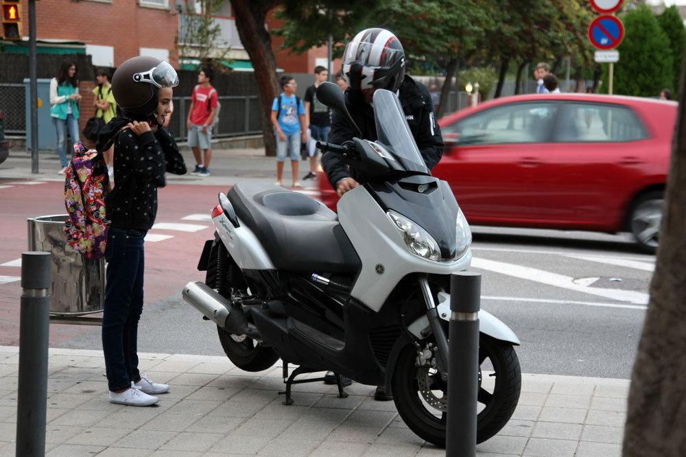 Cuál es la edad mínima del acompañante en moto