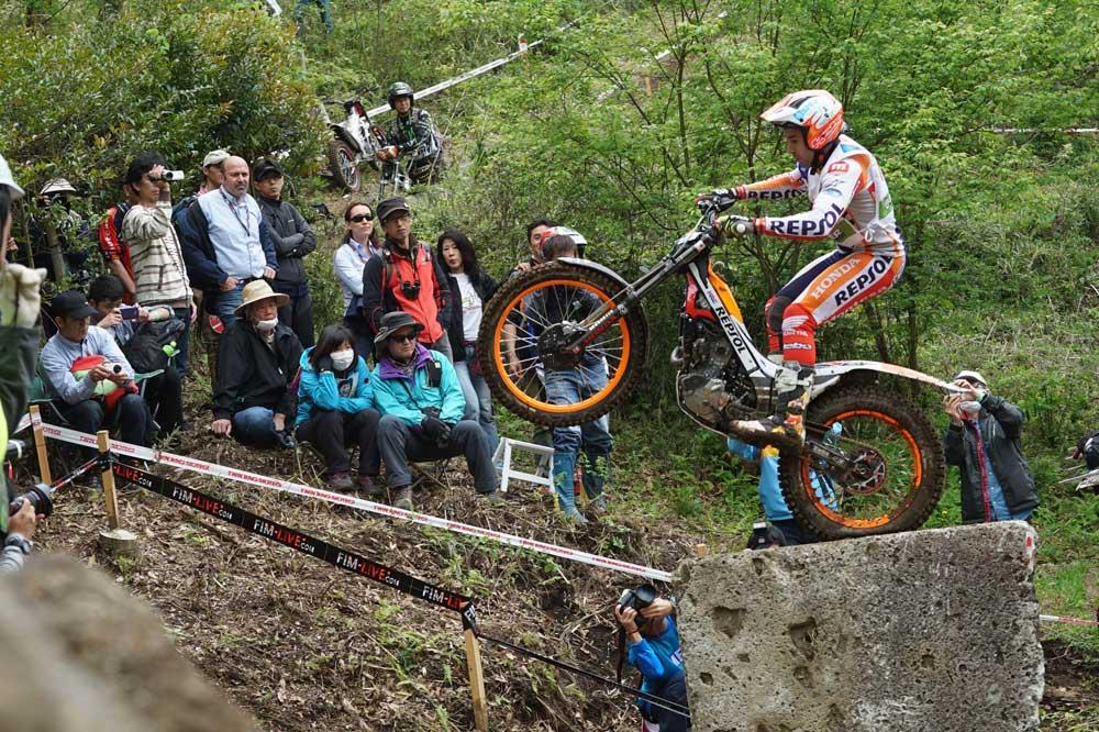 Adam Raga y Toni Bou se reparten las victorias del Mundial de Trial en Japón