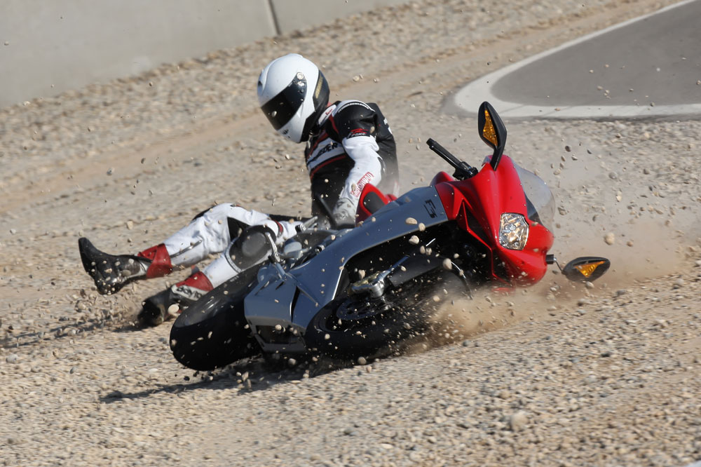 Cómo caer de la moto con más seguridad
