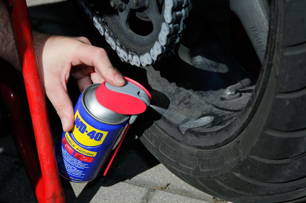 Cómo limpiar las llantas de la moto