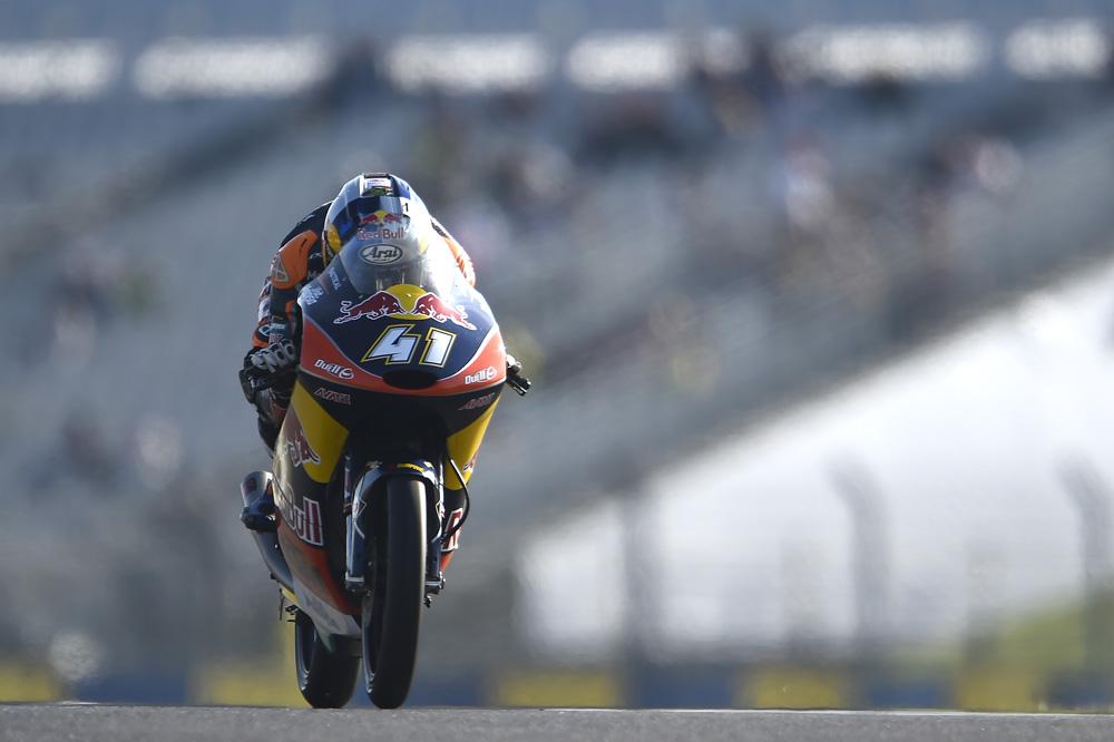 Brad Binder vence de nuevo y es más líder de Moto3
