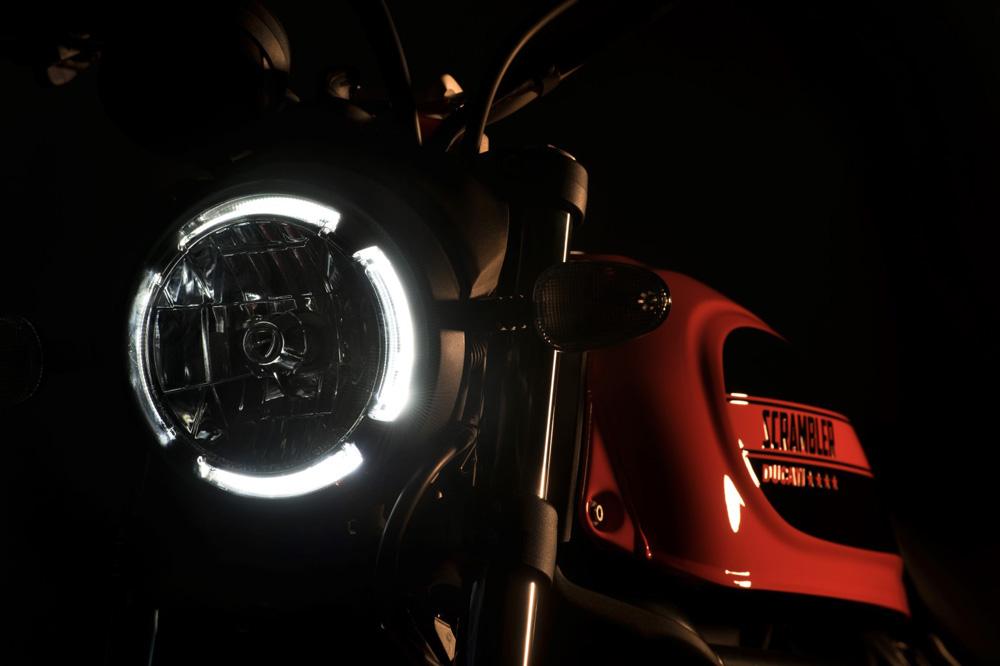 ¿Es legal circular con luces diurnas en moto?