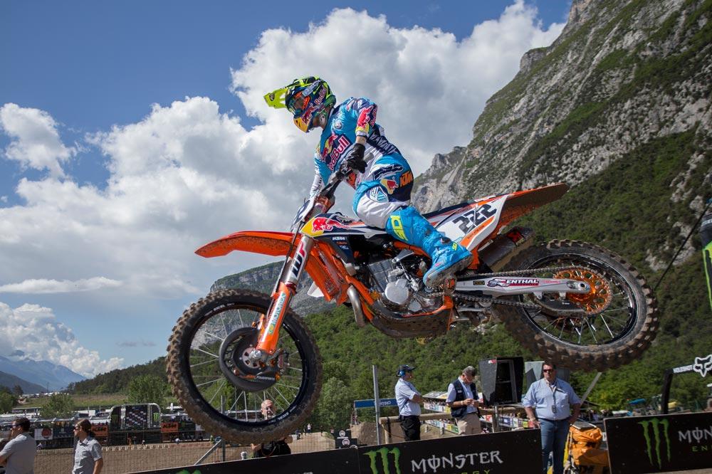 Tony Cairoli se impone ante su público en el MXGP de Trentino