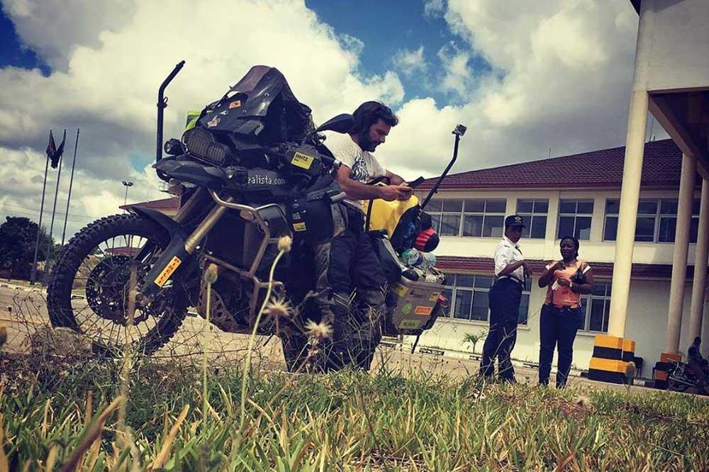 Los nombres de las motos de Charly Sinewan