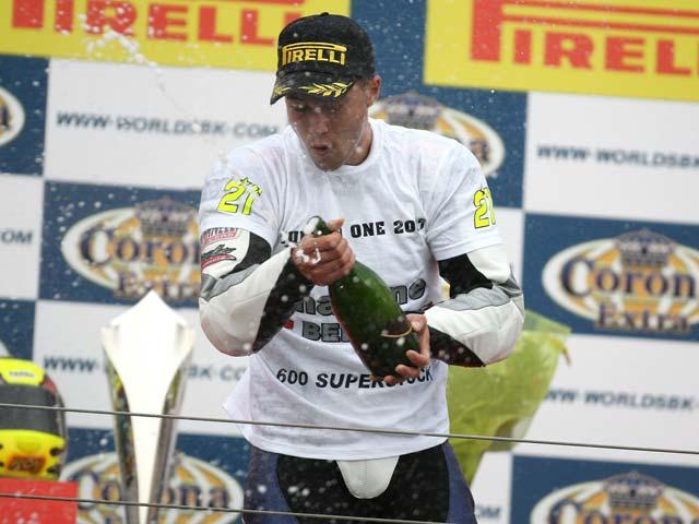 Berguer, campeón del Superstock 600; Corti gana la carrera del 1000