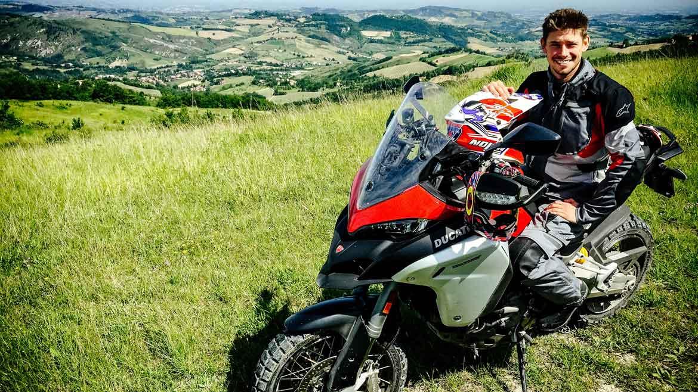 Casey Stoner se sube a la Ducati Multistrada 1200 Enduro