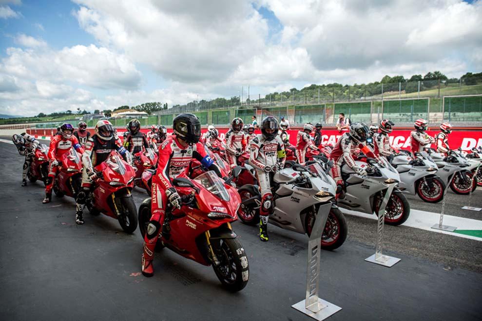 Rueda con tu Ducati en Montmeló